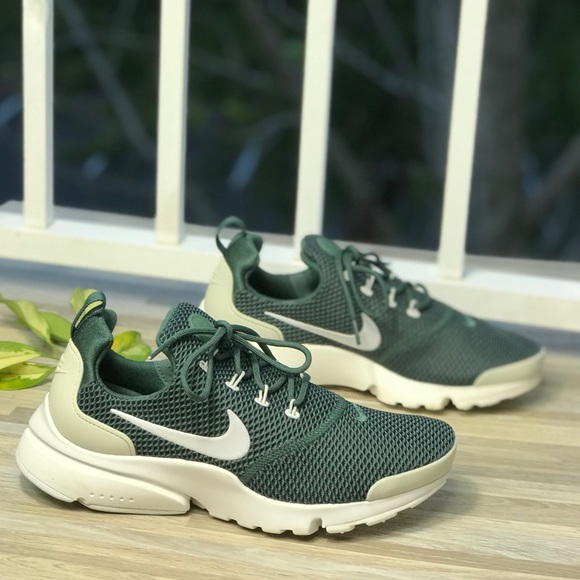 46da362f46f18 NWT Nike Air Presto Fly Green WMNS